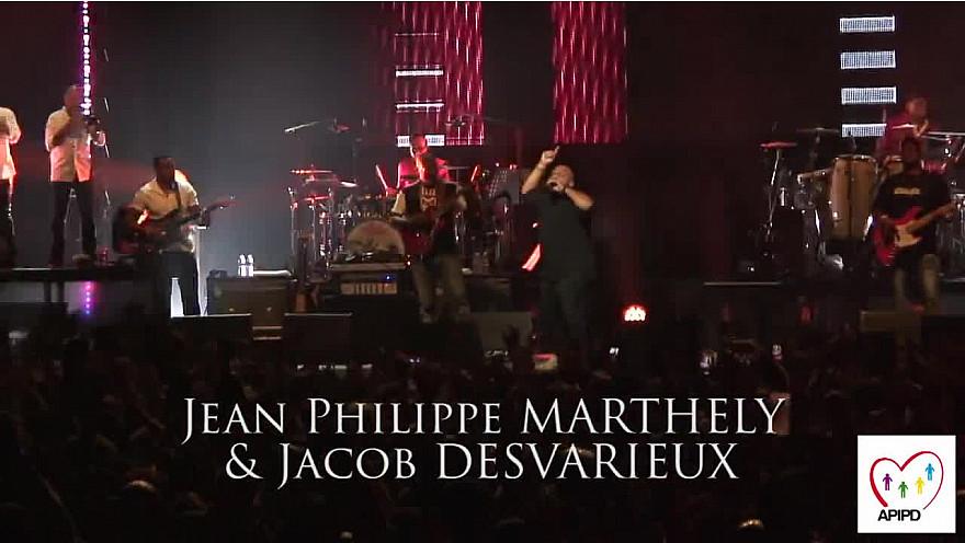 Jean-Philippe MARTHELY et Jacob DESVARIEUX, chanteurs du groupe KASSAV au Zénith de Paris pour le concert Drepaction 2009 !